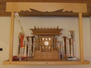 Engimono have been added to the kamidana, in front of the o-fuda, to either side of the miyagata