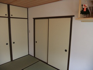 和室の衾と神棚の一部